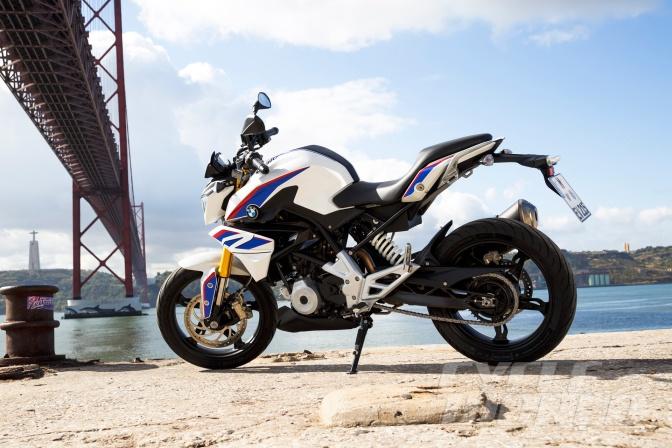 2016-BMW-G310R-static-2